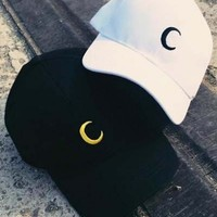 Unisex Fashionable Embroidered Moon Baseball Cap