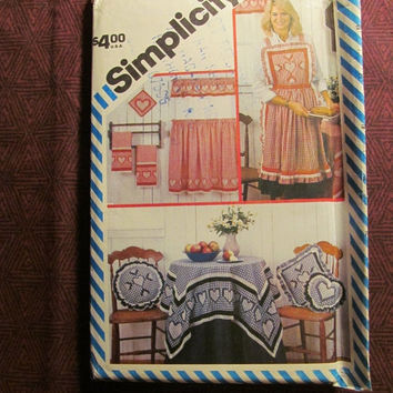 Sale Uncut 1980's Simplicity Sewing Pattern, 6354! Snowflake Embroidery Suitable for Gingham Fabrics/Pot Holders/Pillows/Aprons/Table Cloth