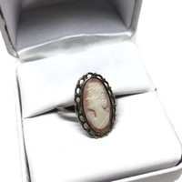 Sterling Silver Carved Shell Cameo Ring Size 7, Dainty Feminine Vintage Jewelry, Left Facing Cameo, Carved Pretty Lady Cameo