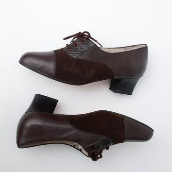 Size 7 or 7.5 Brown suede Oxfords Shoes laced up Dead Stock Vintage