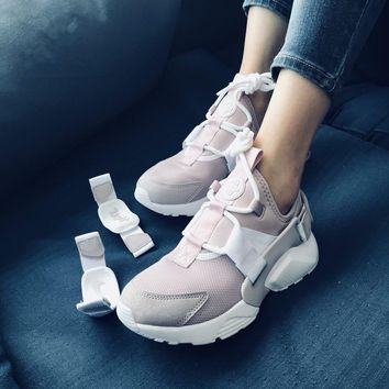 NIKE AIR HUARACHE CITY LOW Pink Sneaker