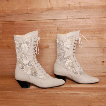 size 6.5 WHITE LACE cream leather 80s VICTORIAN witchy lace up ankle booties