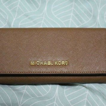 ESBON8Y NWT Michael Kors Jet Set Travels Leather Women Wallet in Luggage