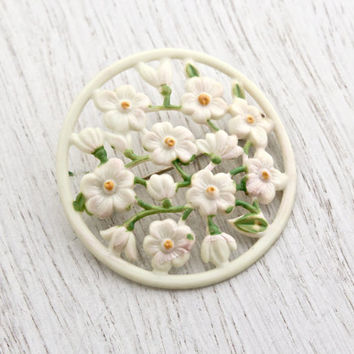 Vintage Off White Flower Brooch -  Antique 1940s Large Round Floral Early Plastic Celluliod Domed Costume Jewelry Pin / Flower Vine
