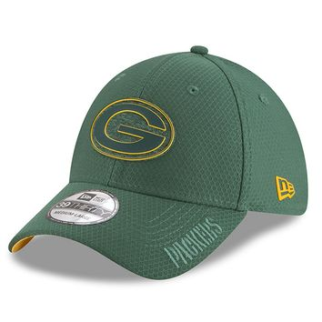 Mens New Era Green Bay Packers Green 2018 NFL Training Camp Primary 39THIRTY Flex Hat