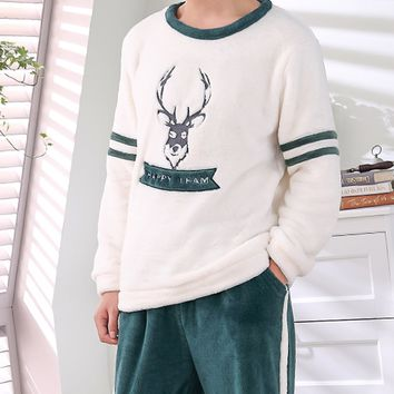 Men Deer & Letter Embroidered Plush Pajama Set