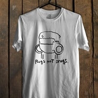 Pugs Not Drugs Cute Mens T Shirt *