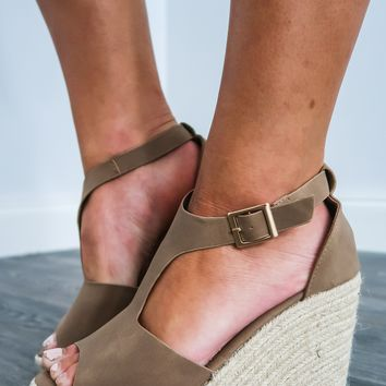 Live It Up Wedges: Taupe