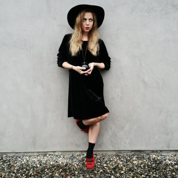 Black Velvet Long Sleeve Midi Dress // Witchy Vibes