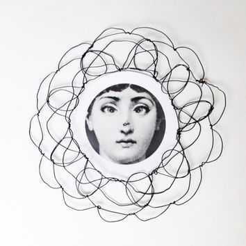Wire wall frame: Round wire sculpture - picture frame - gift ideas