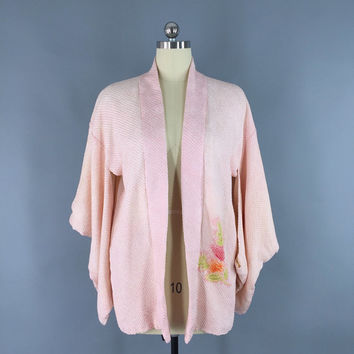 Vintage 1950s Silk Haori Kimono Cardigan Jacket / Pastel Pink Shibori / Silk Robe / Strawberry Fruit Novelty Print