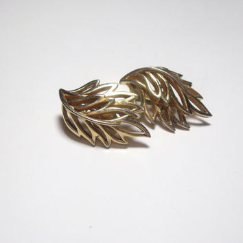 Vintage Trifari Earrings clip on gold open leaf design