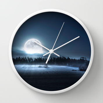 Hier kommt die Mond II Wall Clock by HappyMelvin