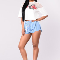 Mama Preach Shorts - Light Wash