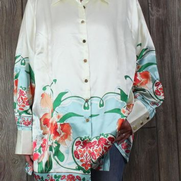 Pretty New with tag Silhouettes Blouse 3x size Ivory Floral