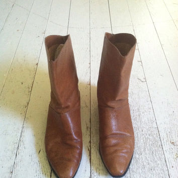 Vintage honey brown leather boots / 9 west booties / bohemian boots size 7
