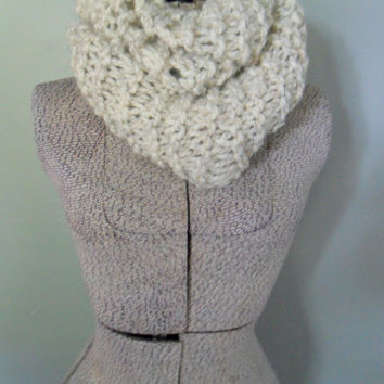Cream Chunky Infinity Scarf, Off White Chunky Knit Eternity Scarf, Thick Circle Fashion Scarf, Infiniti Scarf