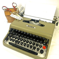 Vintage Olivetti typewriter Portable Working Typewriter