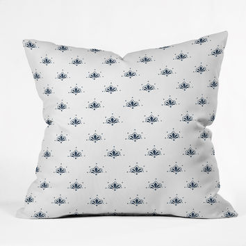 Social Proper Bla Blomst Throw Pillow