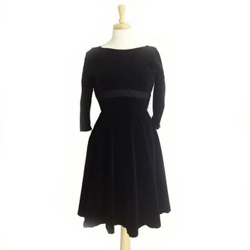 1950's Peck & Peck Dress ~ Black Velvet Frock ~ Grosgrain Trim ~ 25 Waist ~ Little Black Dress ~ Vintage 50s