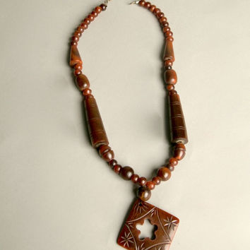 Bakelite Vintage Jewelry Bold Pendant Necklace Brown Carved Plastic Beads