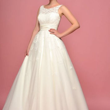 86-daisyo Daisy - Full length bridal dress with vintage inspired applique on bodice and skirt