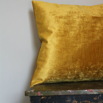 Old Gold Luxury Velvet Pillow Cover, vintage style gold velvet cushion cover, metallic gold velvet throw pillow decor, distressed velvet