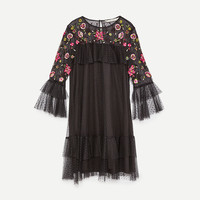 EMBROIDERED TULLE DRESS DETAILS