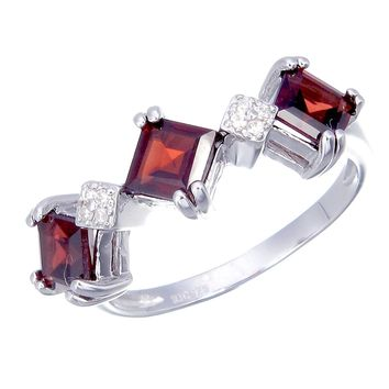 0.70 Carats Sterling Silver Garnet 3 Stone Ring (0.70 CT)
