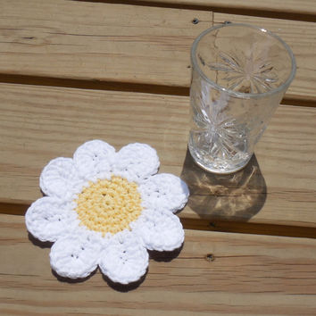 Daisy Drink Coasters, Crochet Cotton Coasters, Summer Party Decorations, Garden Decor, Flower Coasters, Tablescapes, Set of 4
