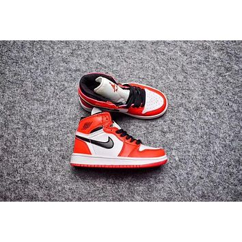 Nike Air Jordan Retro 1 High Chicago Kid Basketball Shoes for Youth Boys and Child