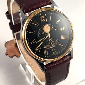 "Ultra Rare Vintage Men's ""RAY""(LUCH) Quartz Moon Phase watch.Unusual Calendar.Perfect condition,come with new leather  band."
