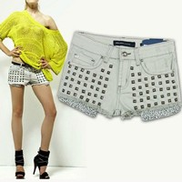 Latest Fashion European Style Frayed Rivet Shorts