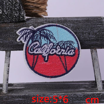2016year New arrival 1PC coconut tree Iron On Embroidered Patch For Cloth Cartoon Badge Garment Appliques DIY Accessory