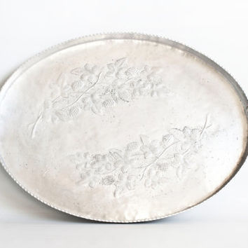 Vintage EVERLAST Aluminum Tray Industrial Style Serving Tray, Hand Forged Metal Tea Tray, Blackberry and Branches, 1940s