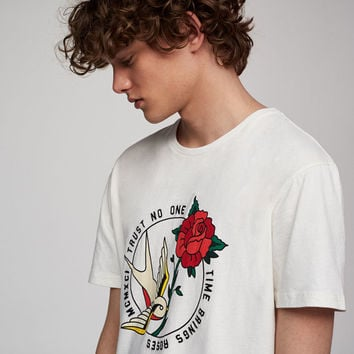Short sleeve T-shirt with roses print - What's new - Clothing - Man - PULL&BEAR United Kingdom
