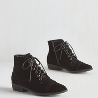 Minimal Charm Beyond Compare Bootie in Noir