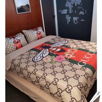 Fashion GUCCI BEES Modal 4 Pieces Sheet Set Blanket For Home Decor Bedroom Living Rooms Sofa