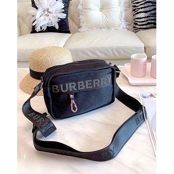 Burberry 2019 new men and women models wild shoulder bag camera package
