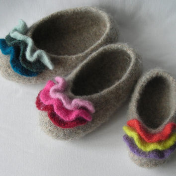 Knitting pattern PDF Slippers - Womens and Girls Felted Ruffle Toe Slippers - great gift idea - pattern using WORSTED weight yarn