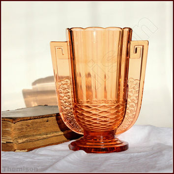 Luxval Romeo vase, by Charles Graffart, 1936.  Art deco vase in pink pressed glass.  Depression glass, Belgium.