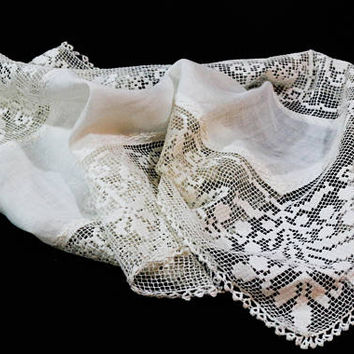 White Lace Table Runner / Dresser Scarf, Filet Lace & Linen, Hand Made Lace, Cottage Style, Shabby Chic, Antique Vintage Linens