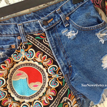 Festival Gypsy Ying Yang High Waisted Shorts Embroidered BOHO Ying Yang Size 28 Waist  Indie Style  //SuzNews Etsy Store//