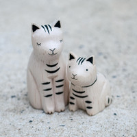 T-Lab POLÉPOLÉ Handcarved Wood Pair Cat and Kitten