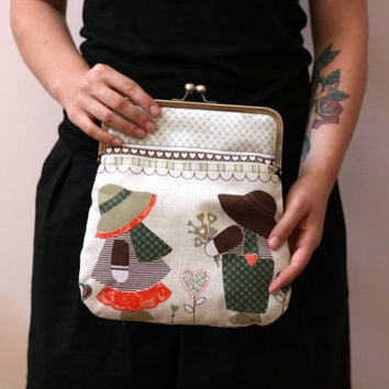 Fold over purse. Clutch purse.fold over clutch. vintage print clutch purse, kiss lock purse.metal frame clutch,