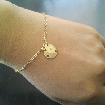 Initial charm bracelet, Sand dollar beach jewelry, Personalized monogram bracelet, simple gold chain bracelet, stamped letter jewelry, ocean
