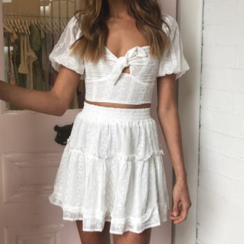 Niche brand design hollow open shoulders puff sleeves white short skirt wrapped chest navel holiday dress