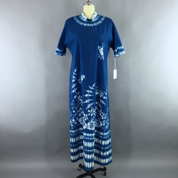 Vintage 1960s Caftan Dress / 60s Kaftan Maxi Dress / Bette of Jamaica / Blue Hummingbirds Batik Tie Dye / Festival Loungewear / Size L XL