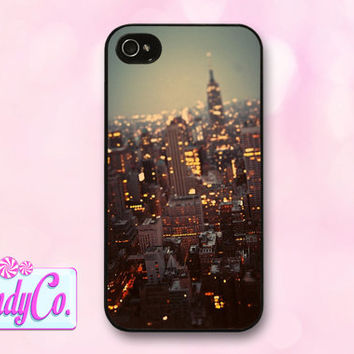 Phone case w/ New York City photograph. Available for iPhone 4, 4s, 5, 5s, + Samsung Galaxy S3 or S4. Cute gift!