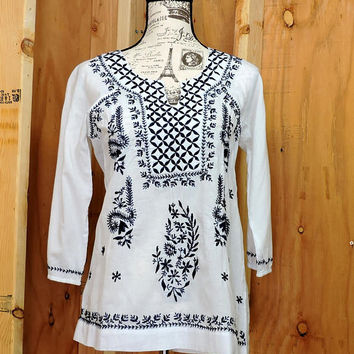 Ethnic Indie tunic top / size S / boho embroidered kaftan top / blouse / hippie white cotton tunic top